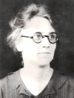 Moose, Lena, 1911, 1921, cropped, 1000