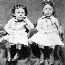 Rhea Laura Linn (left) and sister Josepha Aurelia Linn (right)