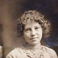 Thelma Vera Suther, c. 1910. Photo: Linda Suther Herring.